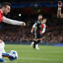 Arsenal beat Dinamo Zagreb to keep hopes alive