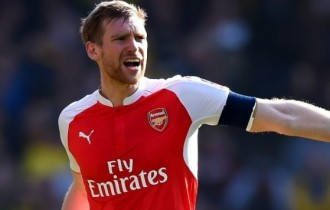 Mertesacker pens new Arsenal contract