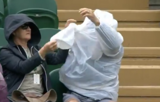 Wimbledon fan in hilarious struggle with poncho